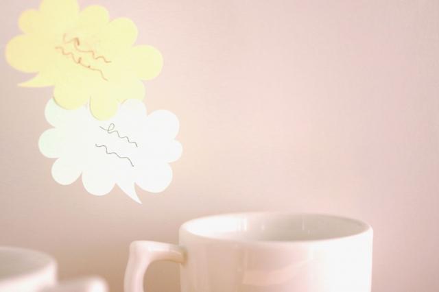 マグカップとふきだしの画像
