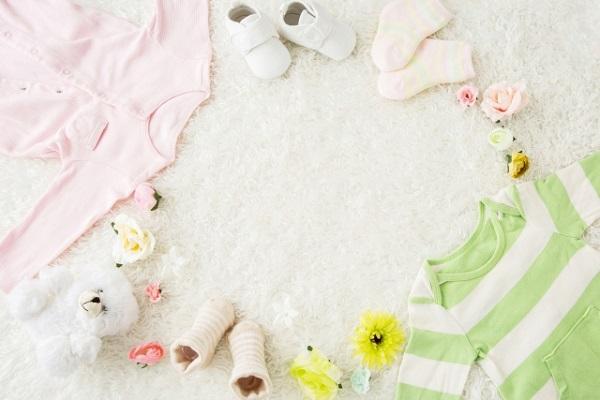 赤ちゃんの洋服と靴の画像