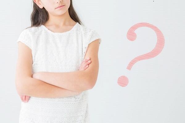 疑問を抱える女性の画像
