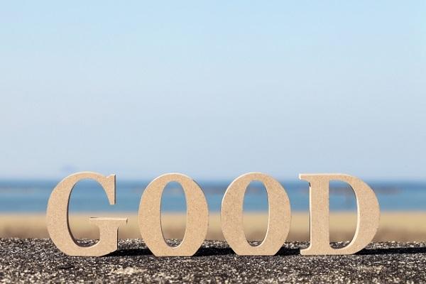 GOODと書かれている文字と海の画像