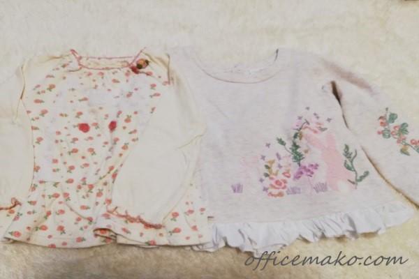 子供服のトップス2枚が並んだ画像
