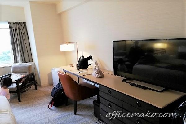 ホテル客室内のテレビの画像