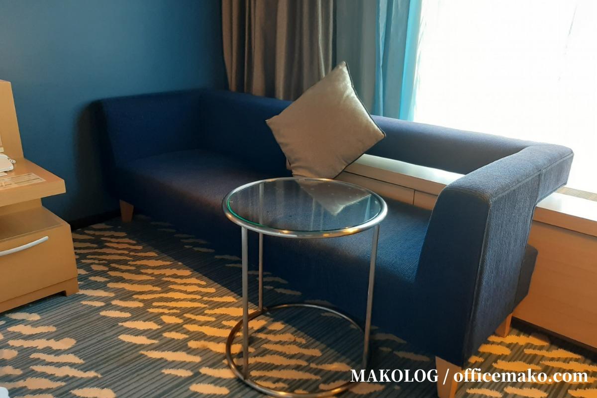 リーガロイヤルホテル大阪の客室内ソファ