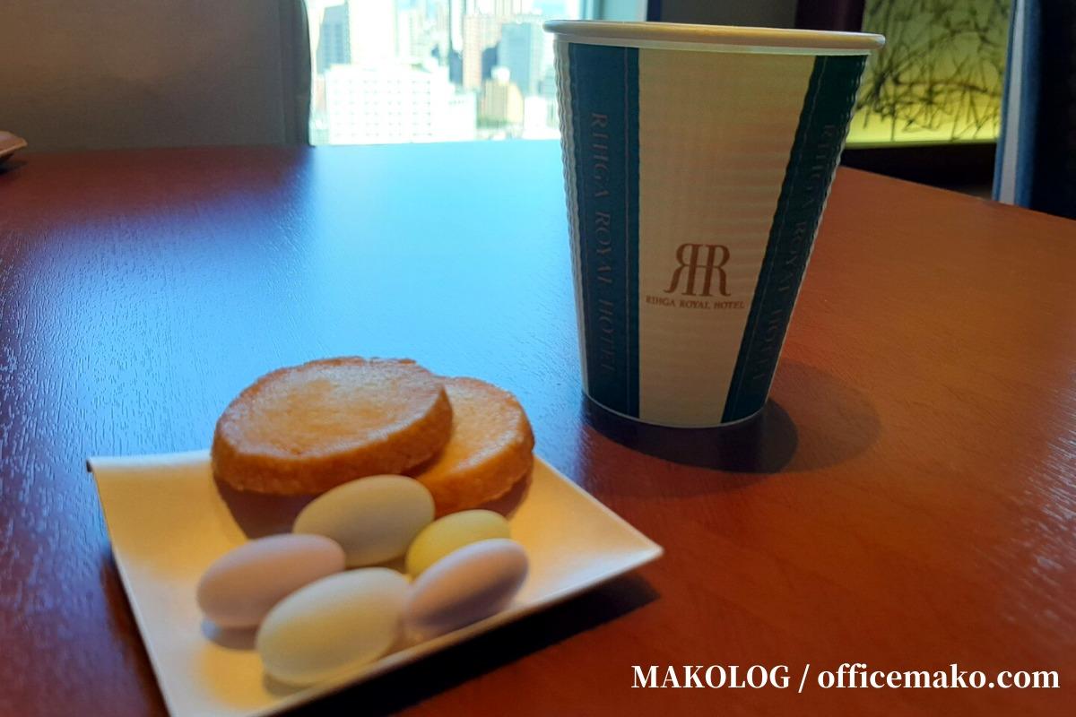 リーガロイヤルホテル大阪のカフェラウンジのコーヒーとお菓子