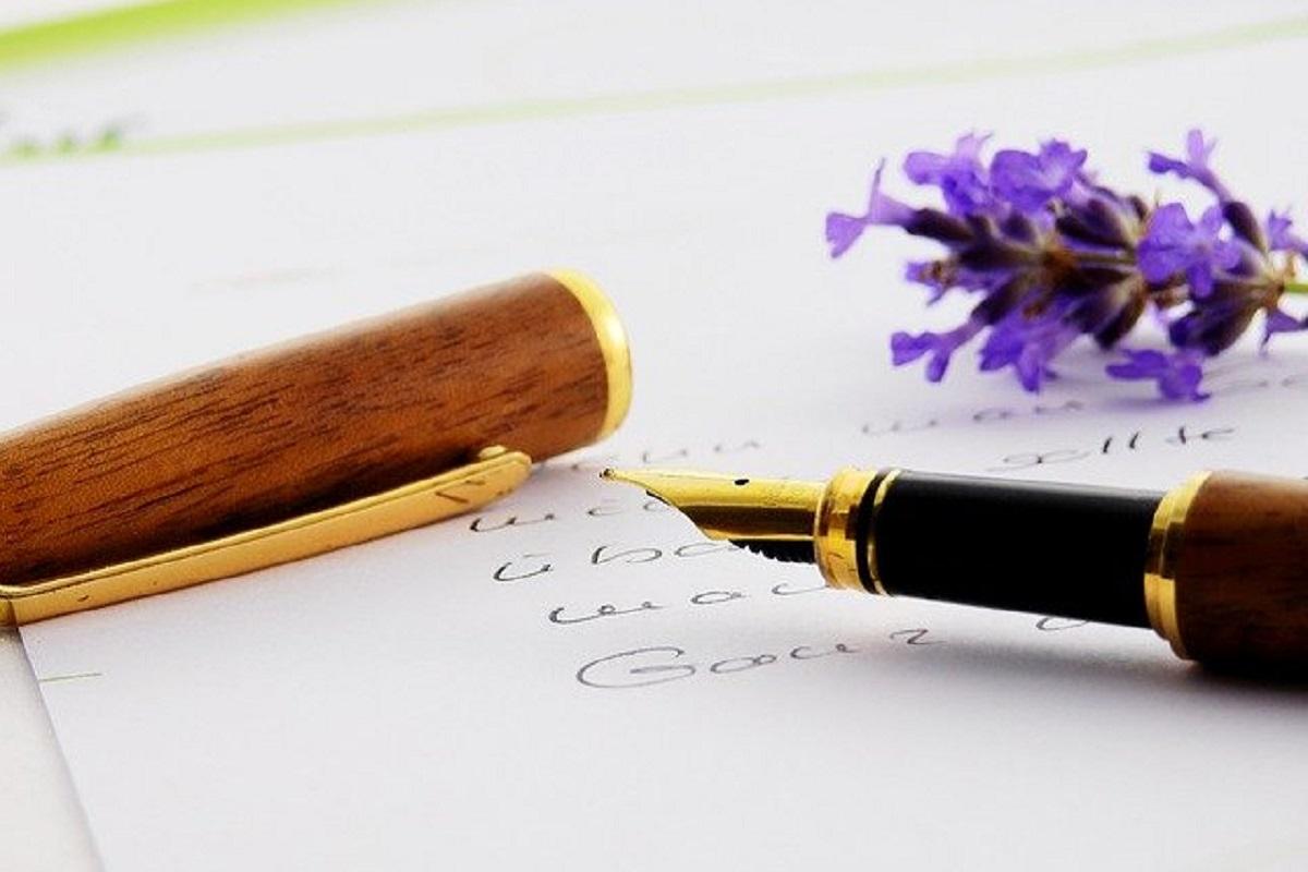 万年筆とお花の画像