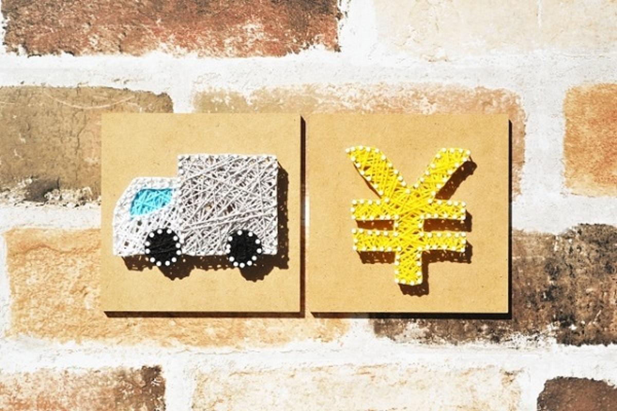 トラックと日本円マークの画像