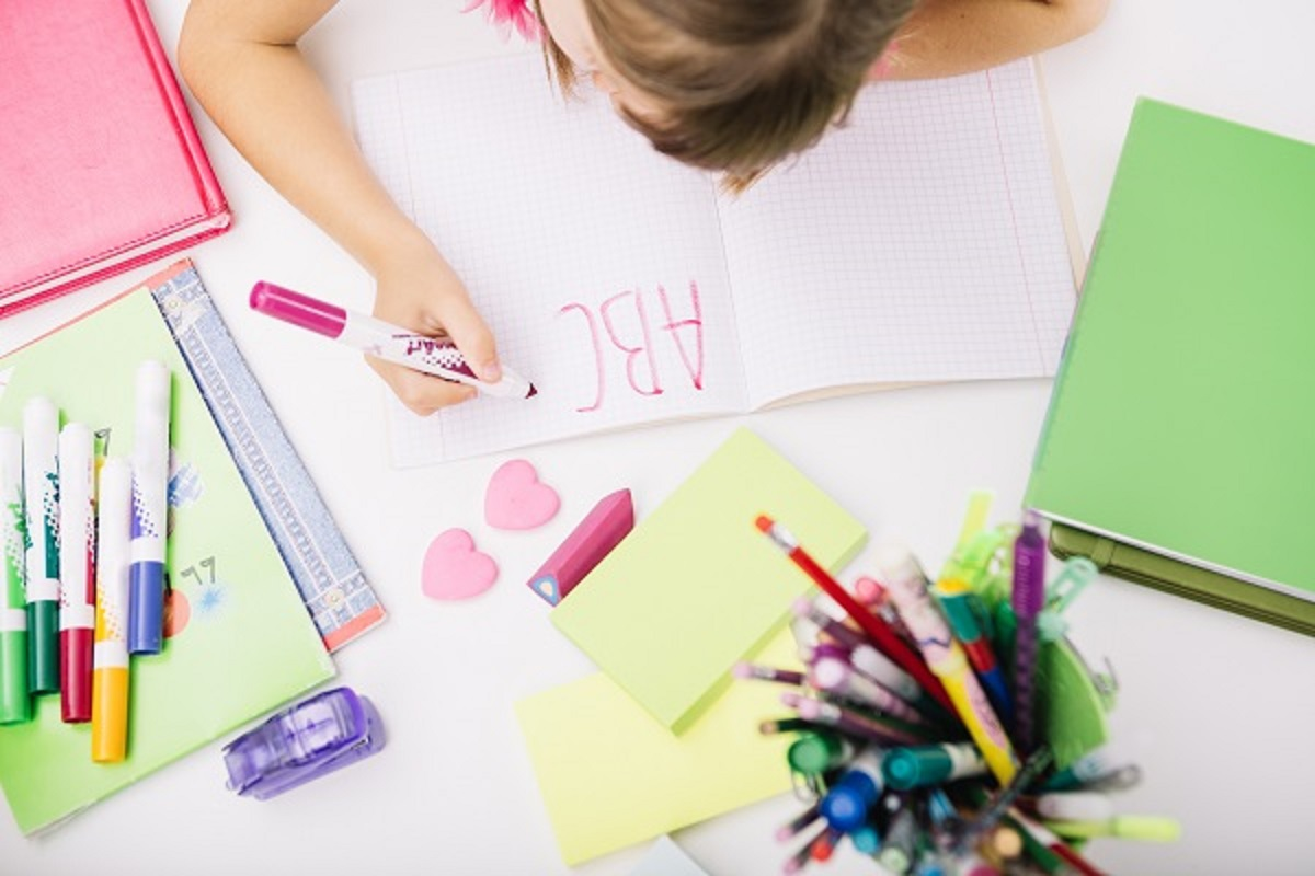 ノートとペンの写真