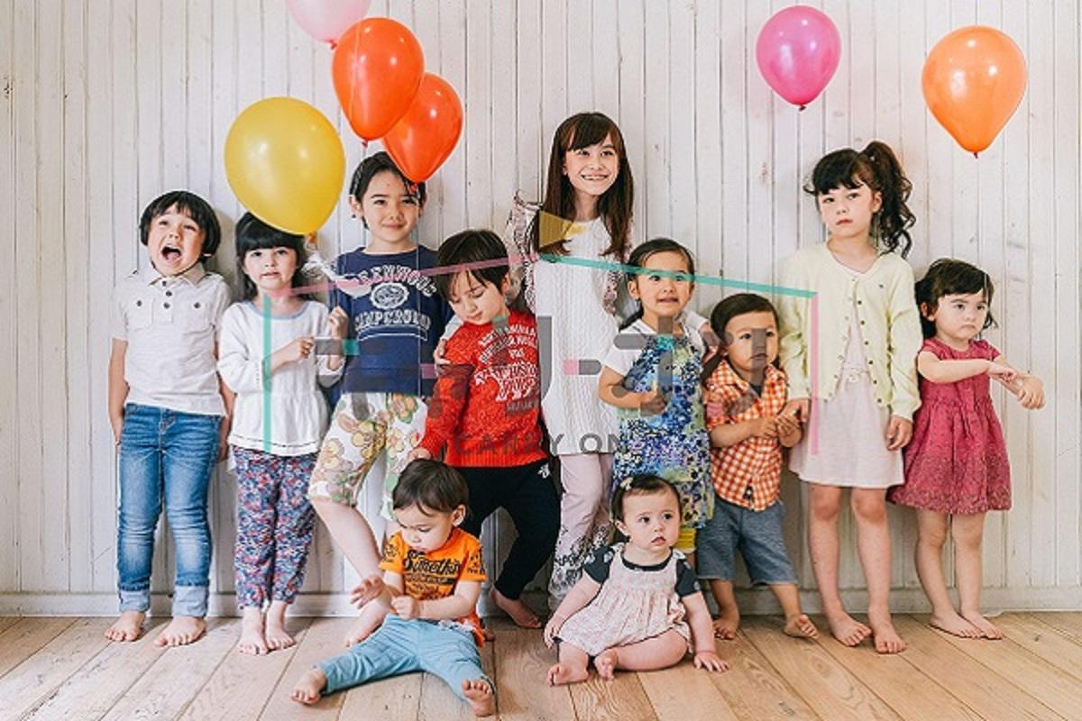 子供達が並んでる画像