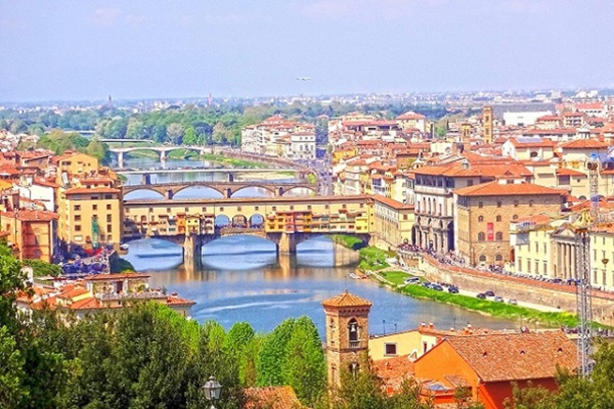 イタリア・フィレンツェの街並みの画像