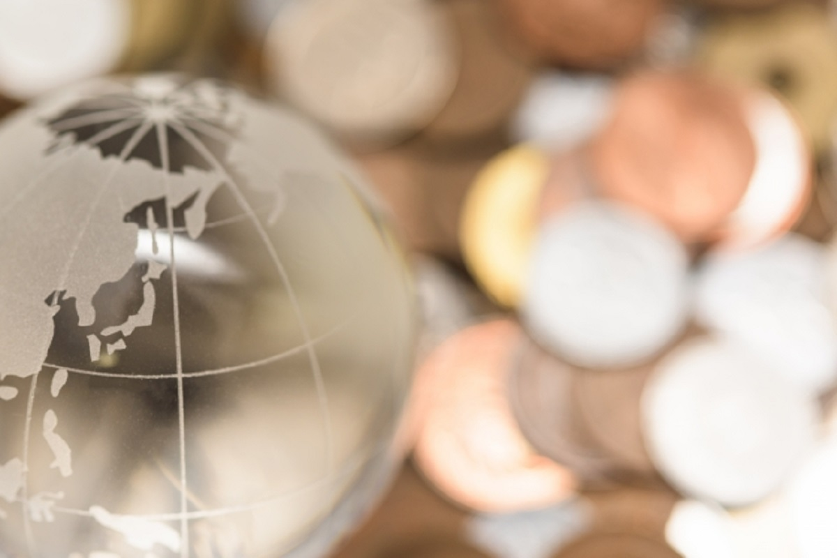 地球儀とコイン