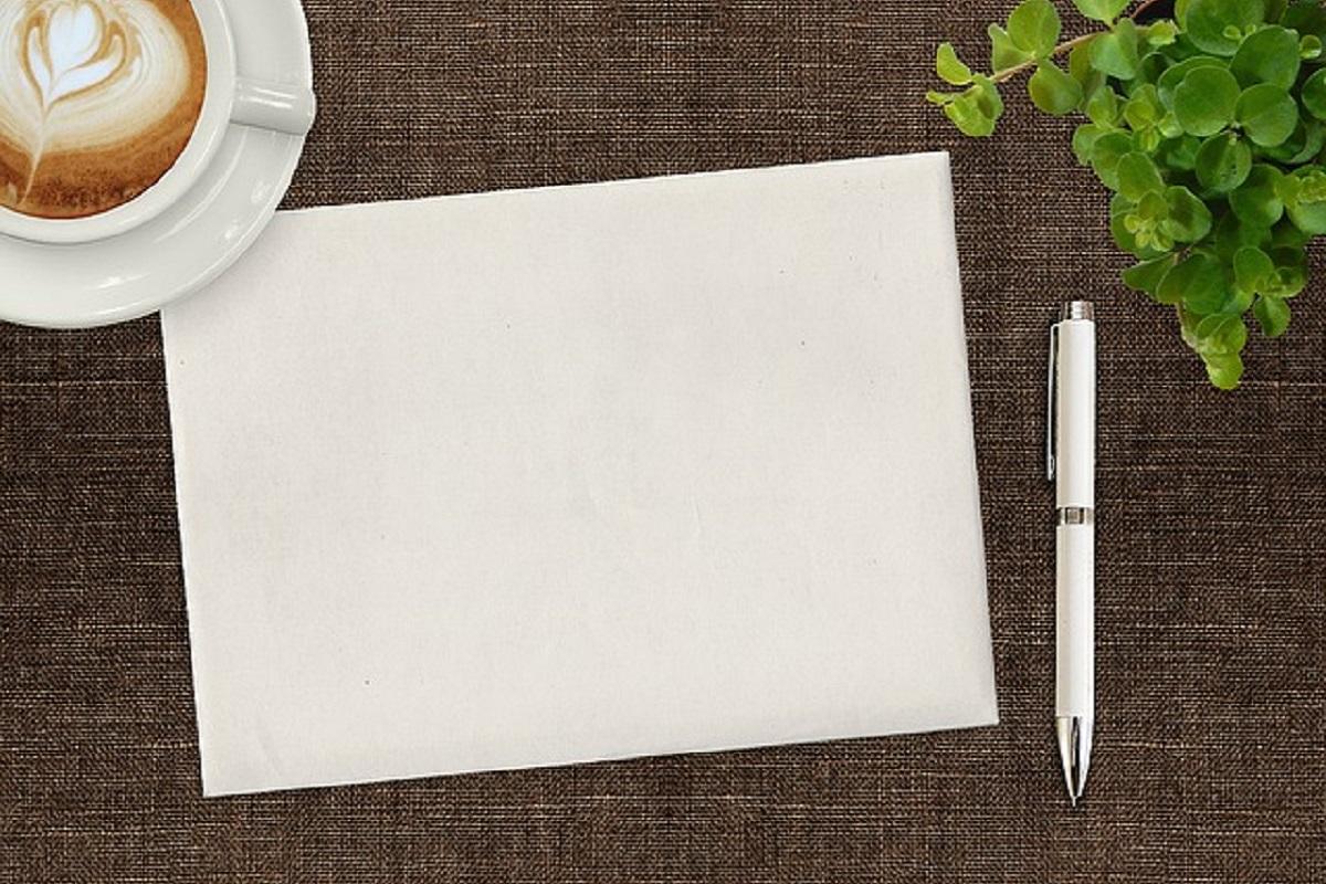 ペンとノートの写真